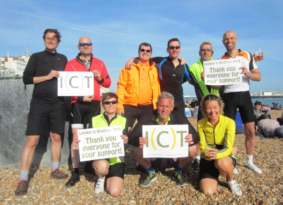 Photo of the riders in the London to Brighton Bike Ride thanking all of their supporters