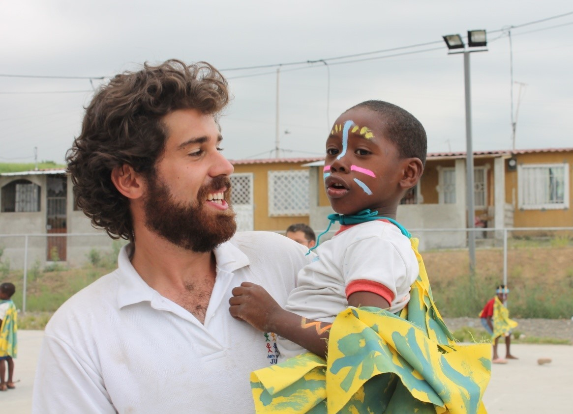 Photo of Joe from JUCONI Ecuador with a young boy in his arms
