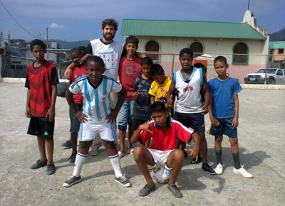 Photo of Joe playing football with some boys at JUCONI Ecuador